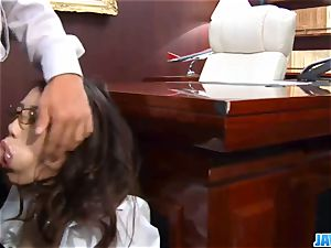 Subtitles - Ibuki, japanese assistant, pulverized in office
