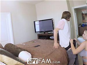 SPYFAM dripping DEEP creampie pummel with Step mom