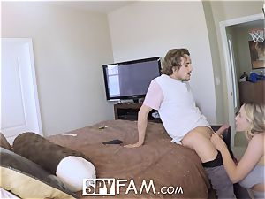 SPYFAM dripping DEEP creampie pummel with Step mom