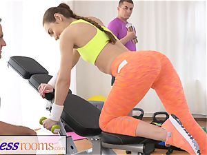 FitnessRooms teenager babe gets poked after her workout