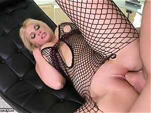 Brooklyn Bailey loves the bulky sword working stiff to pour out on her