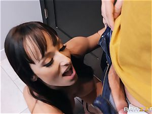 Lexi Luna deepthroating on a humungous spunk-pump