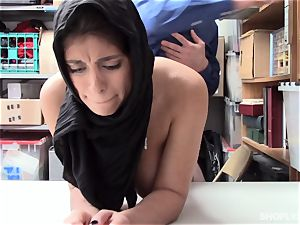 Ella Knox gets caught shoplifting and pays her debt with her jaws and cootchie