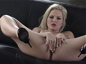 Alexis Texas luvs thumping her frigs in and out of her slippery cunt