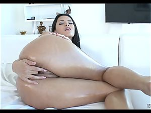 Josie Jagger suffers a massive big pecker