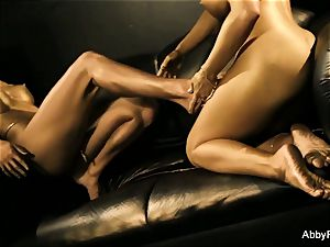 Gold statues come to life and lick each other out!