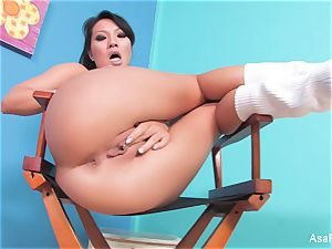 asian sex industry star Asa Akira fngers both her crevices