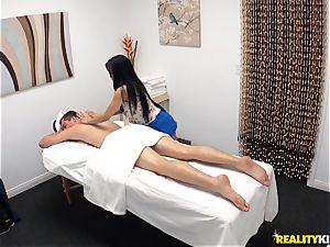 super-naughty massagist blows off her patient