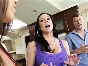 porno threesome with insatiable mature housewife Kendra lust