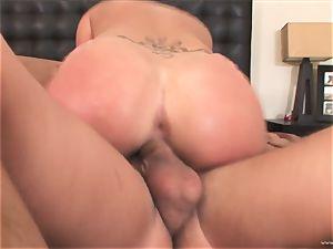London Keys bounces her honeypot on this meaty pecker
