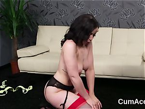 Foxy honey gets nectar shot on her face eating all the enjoy cream