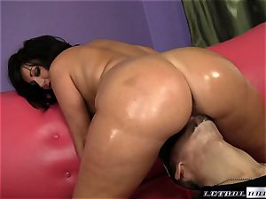 full butted Valerie Luxe gets her humid poon boinked