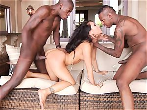 voluptuous Asa Akira gets her jaws packed with rigid beef whistle
