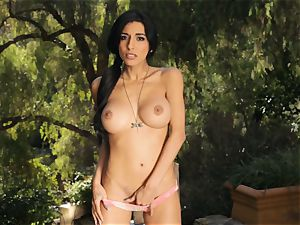 nude Idelsy wanking outdoors