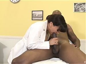 Lisa Ann sexy milf medic