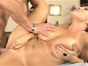 mind-blowing mummy Lisa Ann has a taste for latin meat