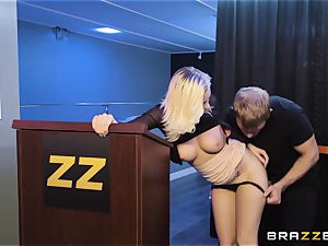 Bailey Brooke gets jiggish with the strung up bouncer