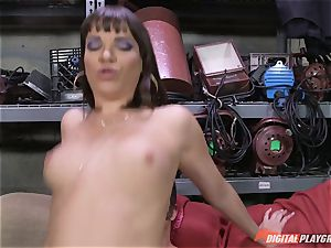 Dana DeArmond gets her marvelous cock-squeezing poon gobbled and played with