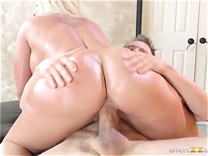 Leya Falcon cheats with her thick dicked masseur