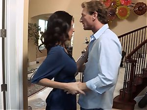 Bad wifey Dava Foxx cheats on her spouse