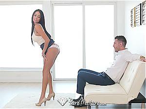 Anissa Kate gets a good rectal internal cumshot