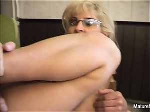 Mature light-haired superslut receives an anal invasion ravaging